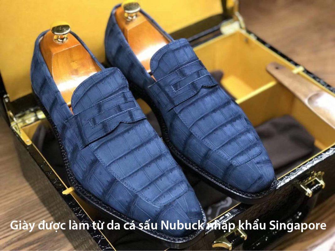 <em>Giày được làm từ da cá sấu Nubuck cao cấp nhập khẩu Singapore</em>