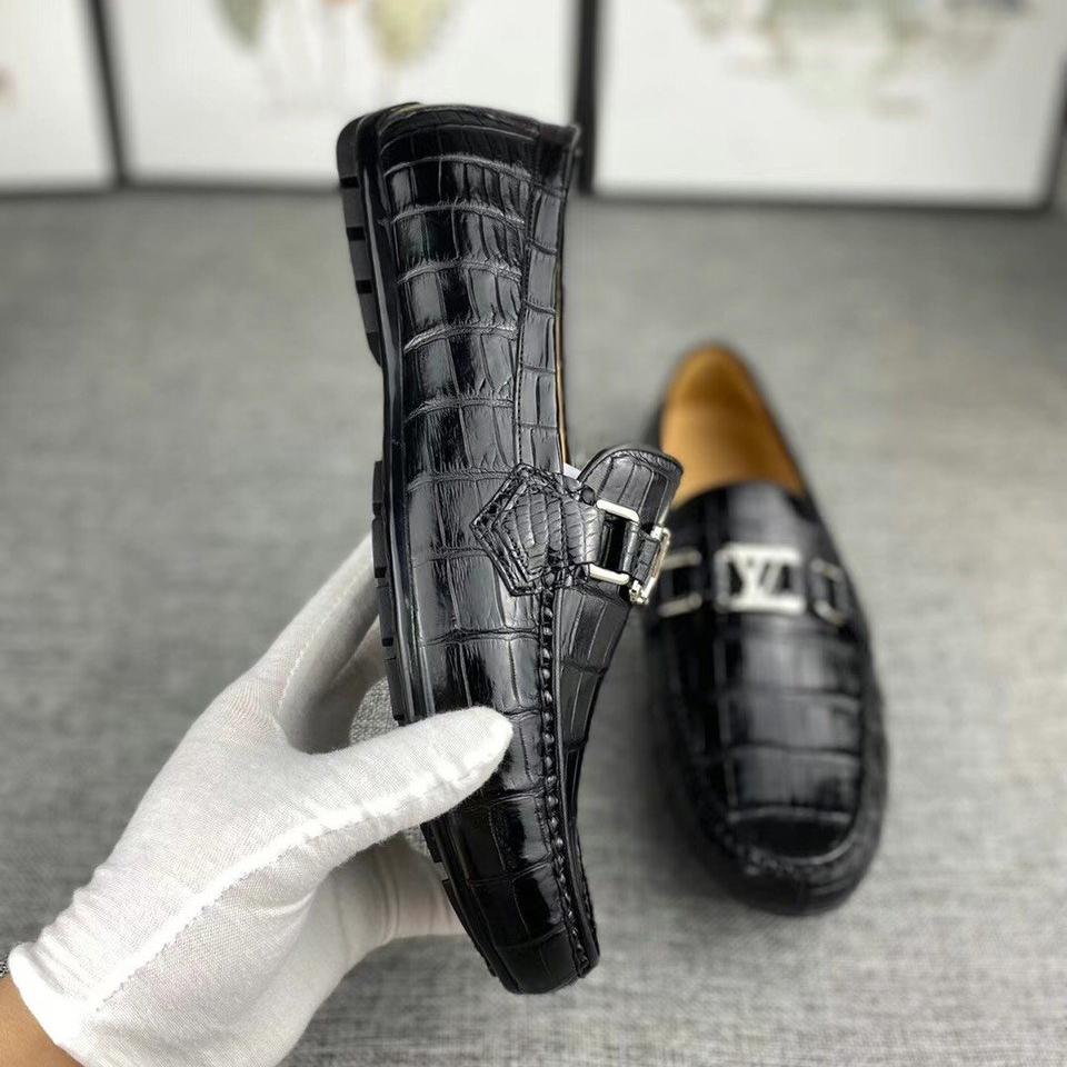 Giày lười da cá sấu nam GLLV016S là sản phẩm gia công