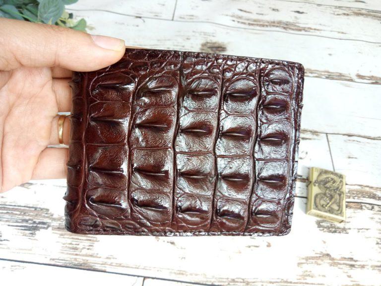 Quy trình tạo nên một chiếc ví da cá sấu cầm tay handmade của Olagood