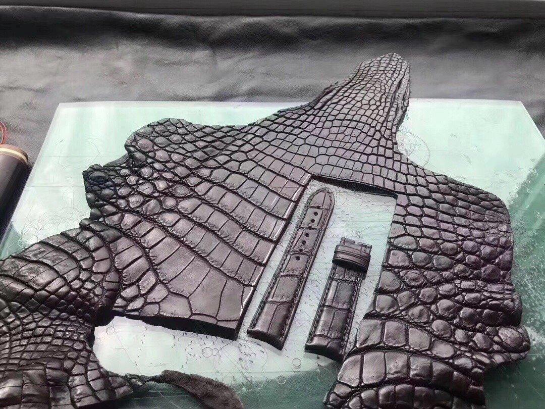 Lưu ý khi chọn mua các sản phẩm làm từ da cá sấu