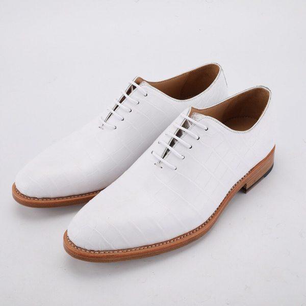 Cách xử lý vết xước trên giày da trắng